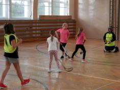 Barevný turnaj ve florbalu dívek